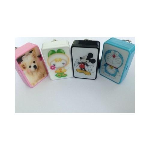 Q8 GPRS SOS children's pet Mini children's anti lost alarm locator tracker